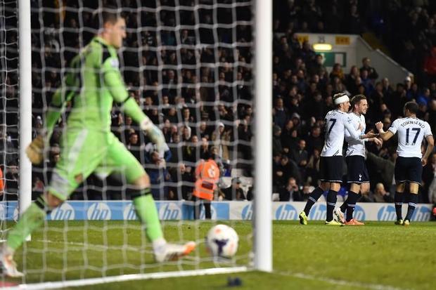 Tottenham Hotspur's Icelandic midfielder Gylfi Sigurdsson (2nd R) celebrates scoring Tottenham&...