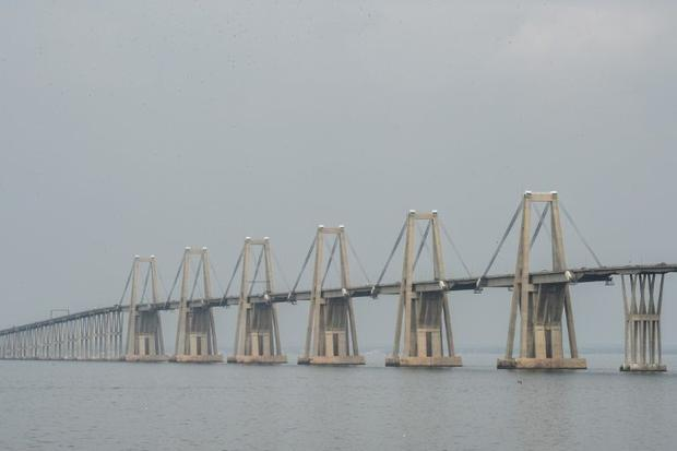 The General Rafael Urdaneta viaduct links second city Maracaibo with the rest of Venezuela