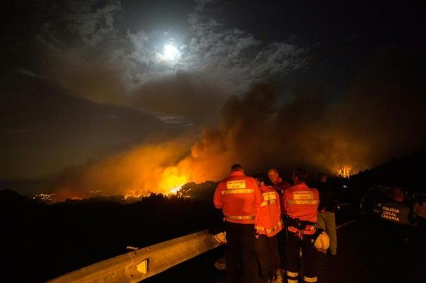 The fire is devouring the mountainous centre of the holiday island