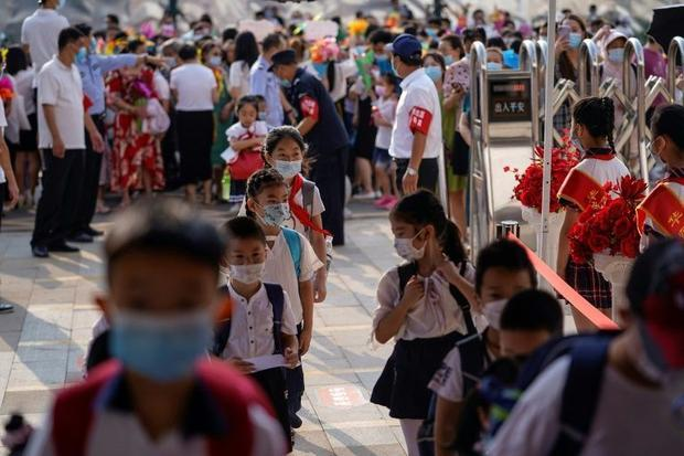 Elementary school students arrive on the first day of the new semester in Wuhan