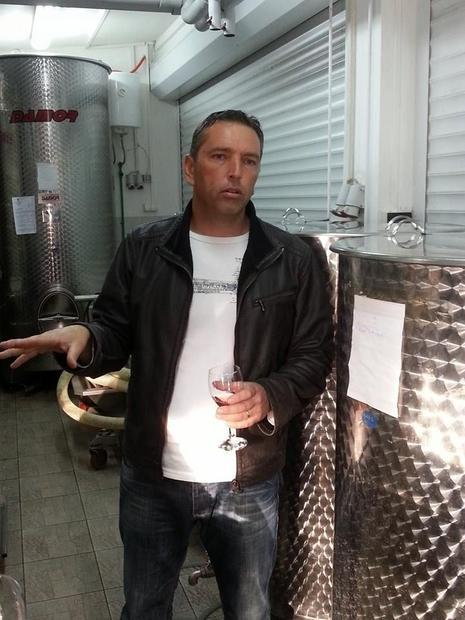 Tonci Kovac presents his wines to the wine press from Zagreb.